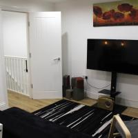 MODERN 2 BEDROOM APARTMENT IN THE HEART OF GREENWICH