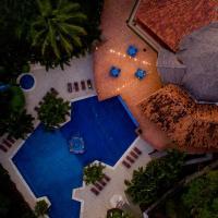 Papagayo Golden Palms Beachfront Hotel, hotel in Playa Hermosa