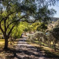Capers Guesthouse, Barn and Cottage, hotel em Wollombi