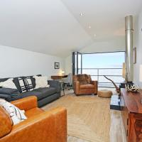Stylish 3 bed with Stunning Sea Views