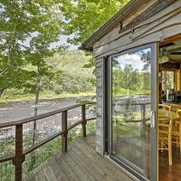 Adirondack Mountains Cottage on The Hudson River!, hotel in Warrensburg