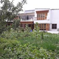 Shayok Guest House Nubra, hotel in Leh