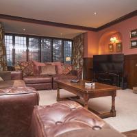 Ladstock Hall Thornthwaite sleeps 10 with private garden close to Lake Bassenthwaite & Keswick