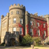 Cloncaird Castle Estate Cottages, hotel in Maybole