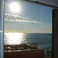 Romantic Sea View Flat in Genova Nervi, hotell i Genua