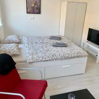 Lovely apartment Wien close to the centre, hotel in Banská Bystrica