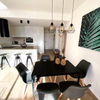 Beautiful New Apartment with Sea View, hotel en Castillo de Sabinillas