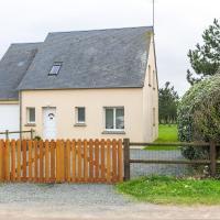 Picturesque Holiday Home in Anneville-Sur-Mer with Garden, hotel in Anneville-sur-Mer