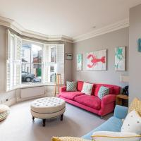 Homely 4-bed house with back garden in Battersea
