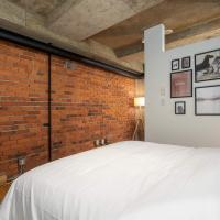 STERLING SUITES - GASTOWN