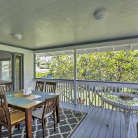 Beachfront 'Seals Retreat' Hauula Home with Lanai!