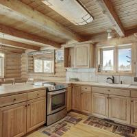 Alpine Ski Lodge: Amazing View and Private Hot Tub, hotel in Blue River