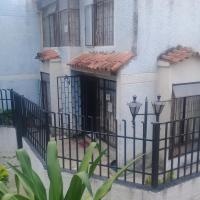 casa familiar tiene disponible habitación, hotel en Piedecuesta