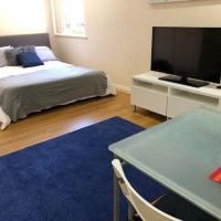 Cosy studio close to QEH+City+Beach+Airport, hotel em Woodville South
