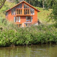 15 Waterside Lodges, hotel in Brighouse