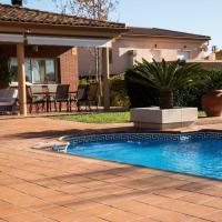 Casa Bella con piscina, hotel in Caldes de Montbui