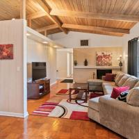 Mid-century Home 2 miles to UF, Downtown, and Shands Plus Walk to Coffee Culture, Planet Fitness and Alfred A Ring Park
