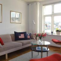 Charming flat in cosy farmhouse, hotel in Skudeneshavn