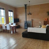 Large beautiful house with ocean views and hot-tub, hotel in Klinkholmen