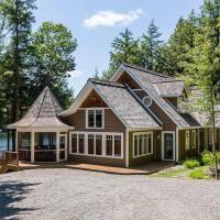 Sandy Shores on Lake Joseph ~ Luxury cottage & boathouse, hotel em Port Carling