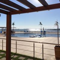 Flat com praia privativa e lazer total em Arraial