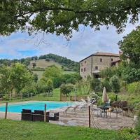 Farmhouse with pool in the hills, beautiful views, in the truffle area