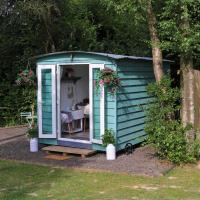 Hopgarden Glamping, Luxury Shepherds Huts set in an idyllic location on the Kent Sussex border -all mod cons