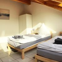 three room apartment with kitchen and wifi, Hotel in Büsingen