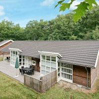 Four-Bedroom Holiday home in Hasle 5, hotel in Hasle