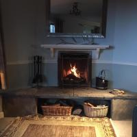 Fagus Lodge, 3 bedroom secluded house with balcony and sea view, hotel in Arisaig