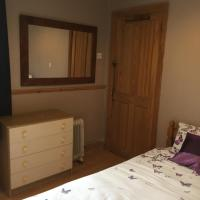 SINGLE Room with Shower & use of Kitchen, hotel in Tonbridge