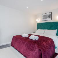 Stunning 2 Bedroom Duplex Apt in Center of Camden!