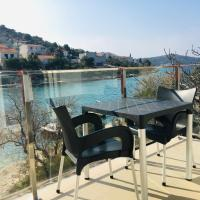 RIVA Seafront holiday apartments, hotel in Rogoznica