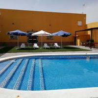 Chalet lola, hotel in Los Palacios y Villafranca