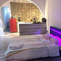 Studio in SaintPierre with furnished terrace and WiFi 20 km from the beach, hôtel à Saint-Pierre près de: Aéroport de Pierrefonds - ZSE