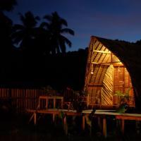 Palayan Paradise Huts, hotel in San Vicente