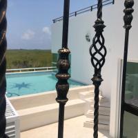 Upscale Modern Home + Rooftop Pool, TVs, AC & Wifi, hotel near Cancún International Airport - CUN, Cancún