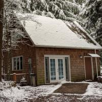 Little Cabin in the Woods, hotel near Snohomish County Airport - PAE, Mukilteo