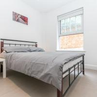 Modern Apartment 2mins walk tube station sleeps 6