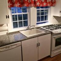 Seaside cottage .2 miles from the beach Central Air, outdoor patio/shower