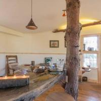 Magical luxury Treehouse for Two, hotel in Beccles