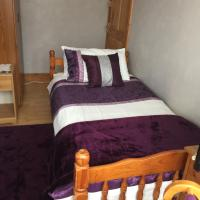 SINGLE ROOM WITH EN-SUITE and USE OF KITCHEN, hotel in Tonbridge