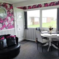 Family Chalets - 5 mins walk to beach, nr Great Yarmouth & Norfolk Broads