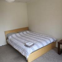 3 Double Bedrooms near Westend and City Centre - book 3 rooms for the entire flat, if 1 or 2 rooms it might be flatshare, hotel in Glasgow