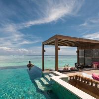 Four Seasons Resort Maldives at Kuda Huraa, hotel in North Male Atoll