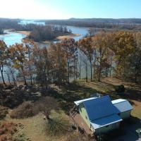 Peaceful Barkley Lake Retreat with Kayaks!