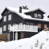 Hus med 11+2 bäddar med Ski-in ski-Out läge i Idre, hotel in Idre