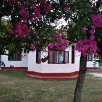 Colonial Surfing Villa Hostel & Home Stay, hotel in Midigama
