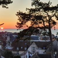 Superbe Vue Mer à 2 Minutes de Deauville, hôtel à Blonville-sur-Mer