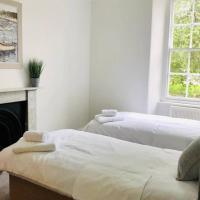 Colchester Villas - Spacious, Inviting & Central 6cv